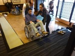 車椅子体験実施中の風景
