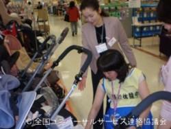 小林理事車椅子擬似体験研修風景